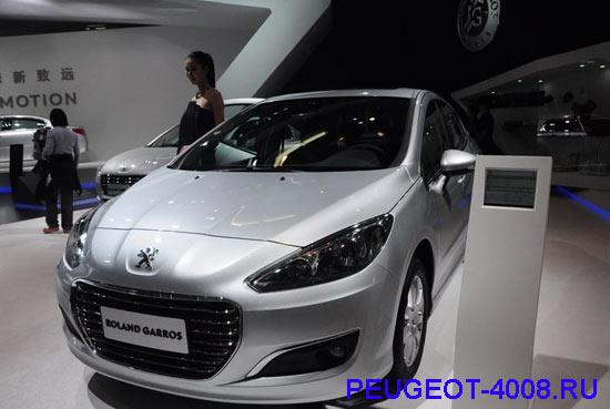 Peugeot 308 седан на Пекинском автосалоне