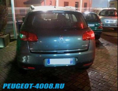 Светло голубой Peugeot 4008